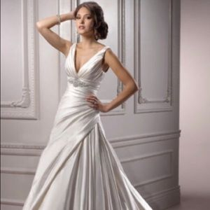 Maggie Sottero Wedding Dress - Size 12